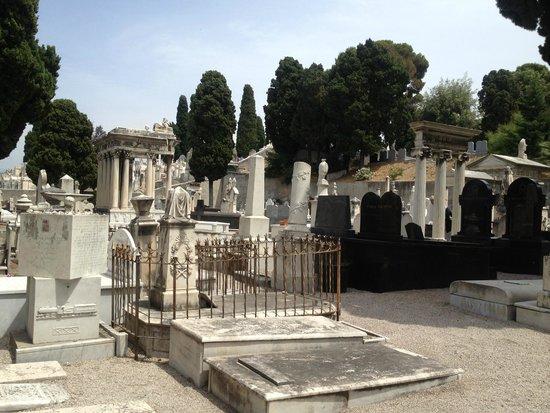 Colina del Castillo: Сементири Израильское