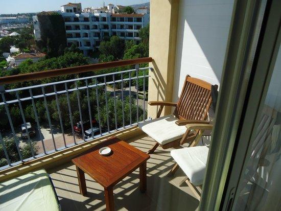 SENTIDO Thalassa Coral Bay: балкон,удобный столик и стульчики