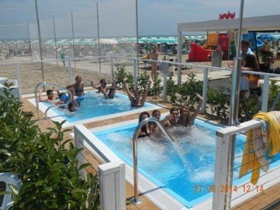 Spiaggia 130 Riccione: le vasche idromassaggio