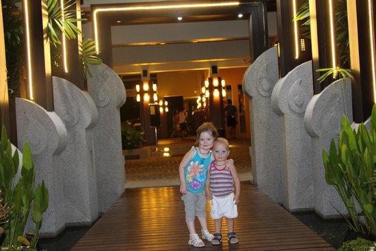 PGS Casa Del Sol Hotel: вход в отель