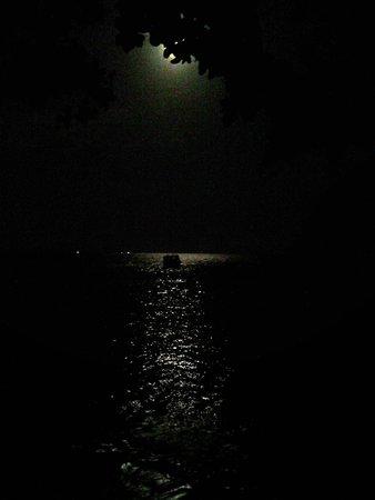 Fihalhohi Island Resort : LA LUNA EN EL MAR