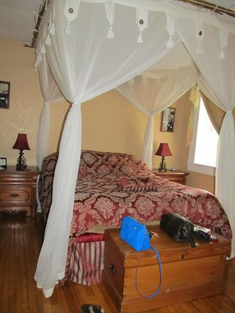 Plantation Bed and Breakfast: The Groundhog Suite