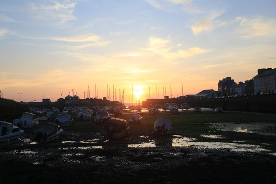 Gwennaul Bed & Breakfast: sunset Aberaeron Harbour