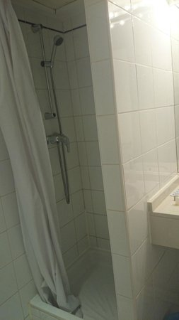 Hotel Ours Blanc Centre : douche