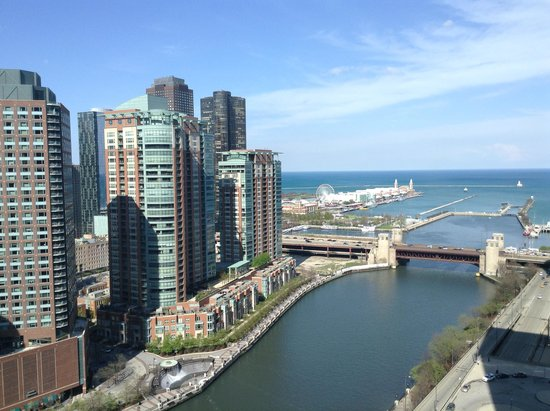 Swissotel Chicago : View from corner room day time - Pier