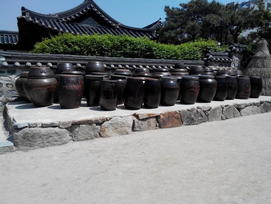 Namsangol Hanok Village: Jars for their spices/side dishes
