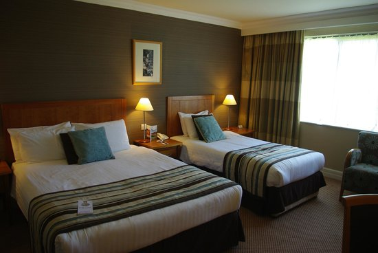 Roe Park Resort: Standard double room (actually, must be a family room with that single bed there!)