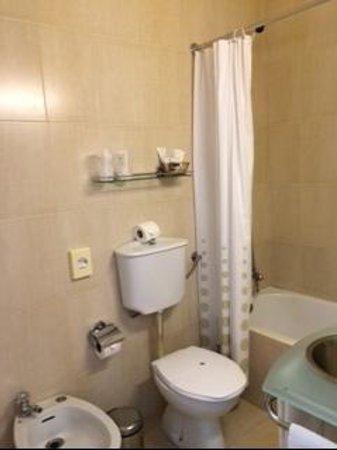 Hotel Beira Mar: bathroom