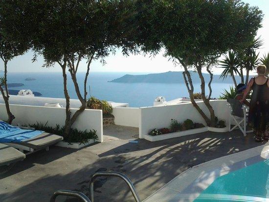 Remezzo Villas: Blick vom Pool aufs Meer