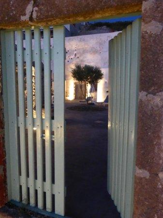 Remezzo Villas : Blick in den Hof vor der Kirche