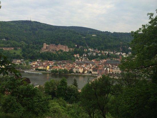 Philosophenweg: Вид с философской дороги на замок