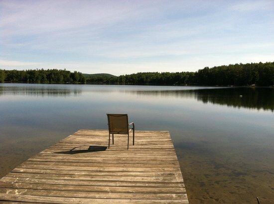 The Lake Motel: This chair is waiting for you!
