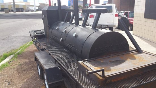 Rollin Smoke Barbeque: Smoker
