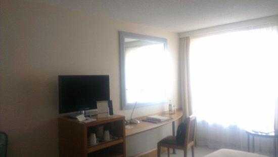 Movenpick Hotel Lausanne: Room 410