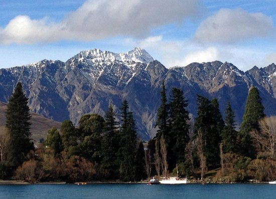 The Spire Hotel Queenstown : The stunning Remarkables mountain ranges