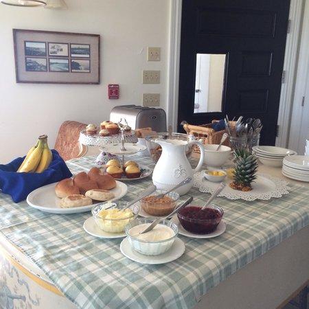 Avonlea, Jewel of the Sea: Yummy breakfast in beautiful room