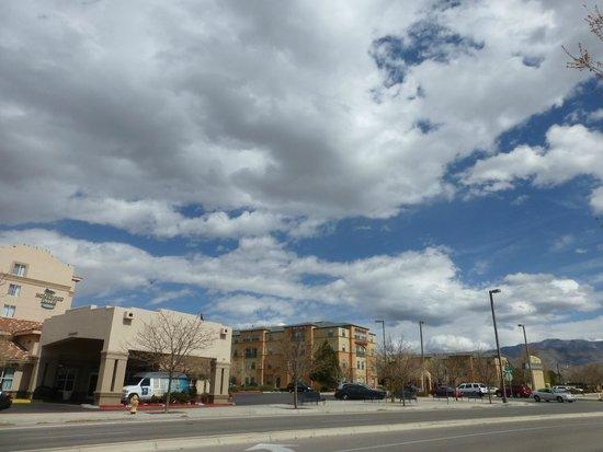 Homewood Suites by Hilton Albuquerque: outside