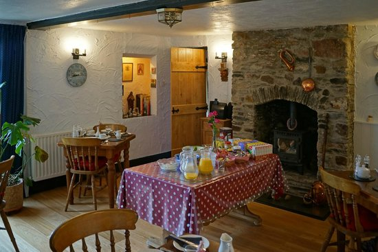 Ossaborough House breakfast room.