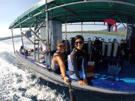 Cocotinos Manado : dive boat