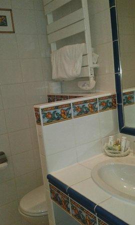 Hostellerie de la Mere Hamard : La Mere Hamard - bathroom