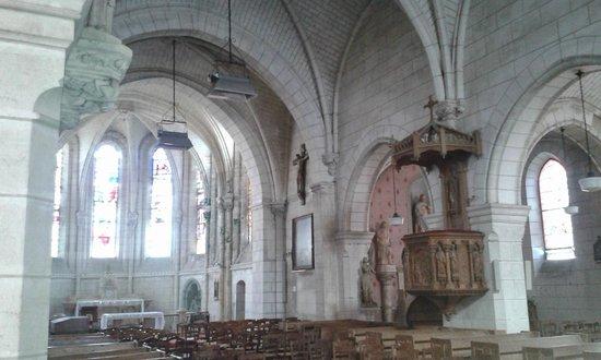 Hostellerie de la Mere Hamard : La Mere Hamard - church opposite