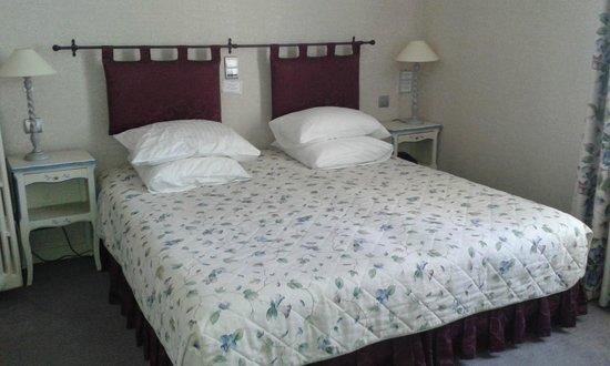 Hostellerie de la Mere Hamard: La Mere Hamard - bedroom