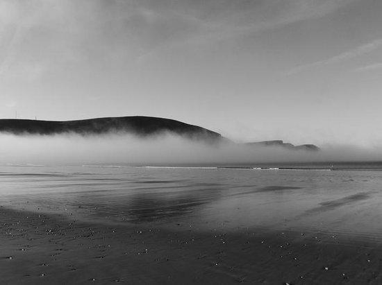 Keel Sandybanks Caravan & Camping Park: keel beach breathtaking misty morning