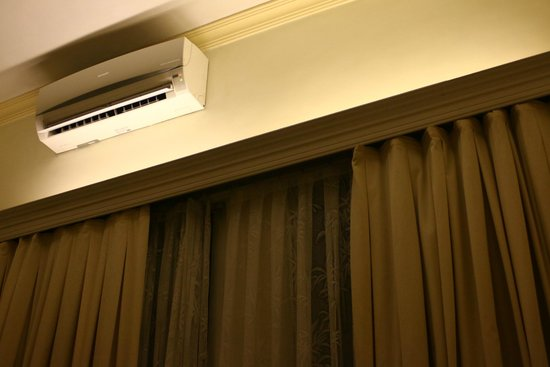 Royal Hotel Saigon ( Kimdo Hotel): エアコン付(蒸し暑いホーチミンでは重宝します)