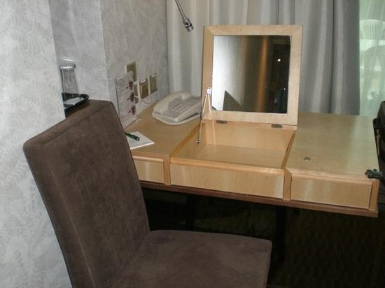 The Residence At Singapore Recreation Club : 311 Vanity Mirror