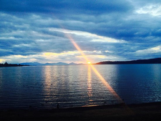 Sacred Waters Taupo Luxury Apartments: Sunset in the rain