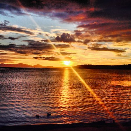 Sacred Waters Taupo Luxury Apartments : sunset redsky