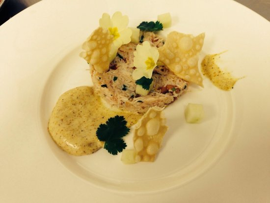 Ashfields Restaurant: Fresh crab, curry mayonnaise, cucumber, popadom, hand picked primroses