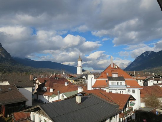Hotel Almenrausch und Edelweiss: View from the balcony