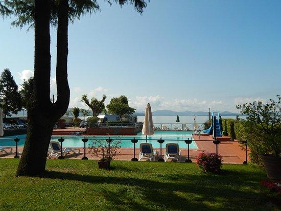 Hotel Kursaal Umbria: Swimming pool in grounds