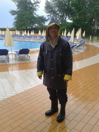 Hotel Riu Helios : the pool attendant lol