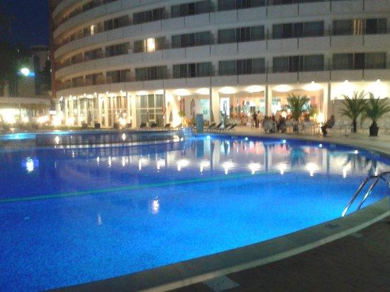Hotel Riu Helios : night time