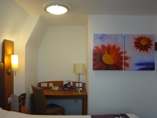 Premier Inn London Leicester Square Hotel: Bedroom