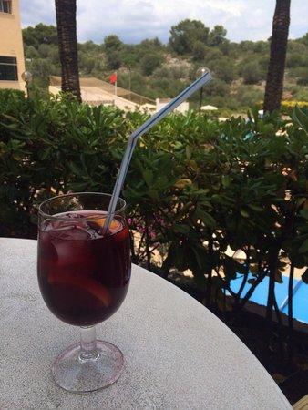 Hotel Club Cala Marsal: Sangria en terrasse (3,20€ pour les personnes n'ayant pas le all inclusive)