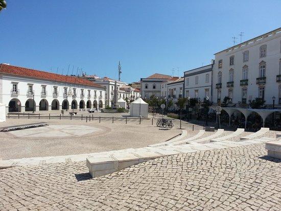 Vila Gale Albacora: Główny plac Taviry