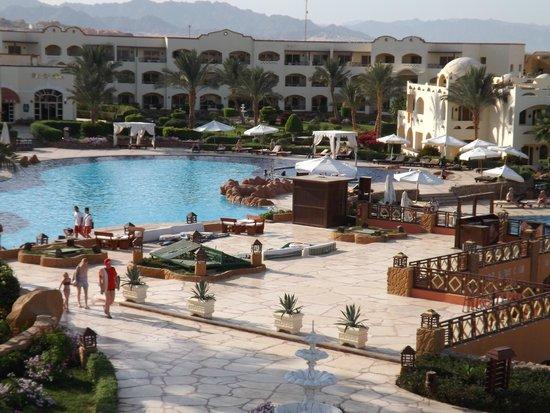 Regency Plaza Aqua Park & Spa Resort : pool area view from room