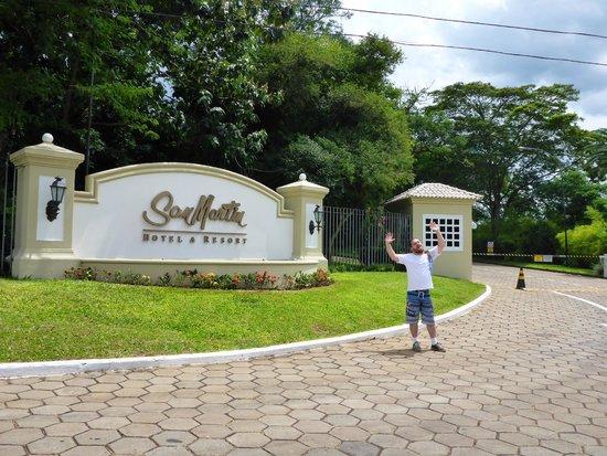 San Martin Hotel & Resort: Entrada do Hotel a partir da Rodovia
