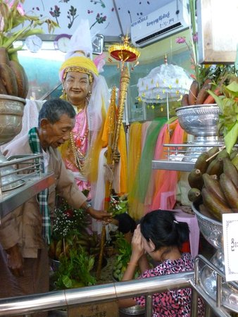 Sule Pagoda: Sule Nat, der Beschützer des Platzes!