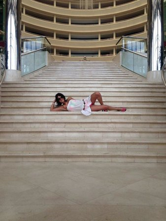 Calista Luxury Resort: Chilling on the stairs :))