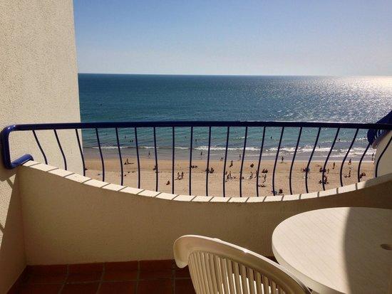 Hotel Playa Victoria : Terraza