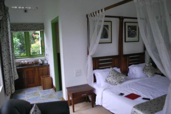 Aanavilasam Luxury Plantation House : enterance to bathroom