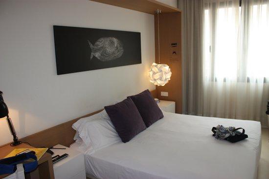 Hotel Denit Barcelona: Das Bett