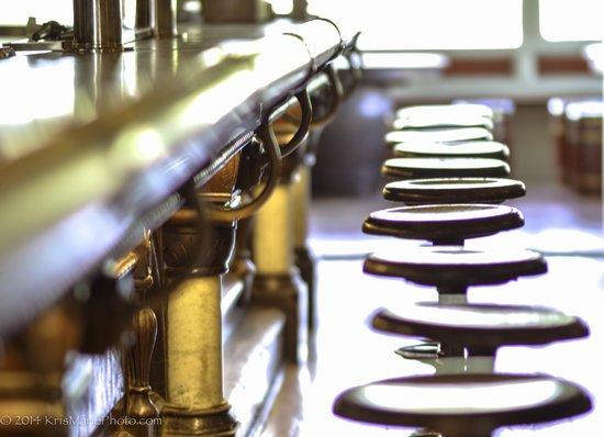 Captain Kidd Restaurant: Historic bar and seats