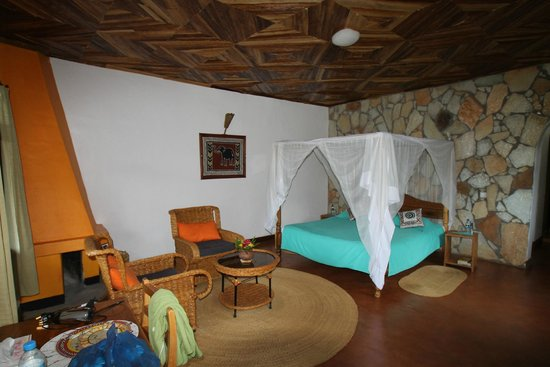 Country Lodge : Huge bed with mosquito net