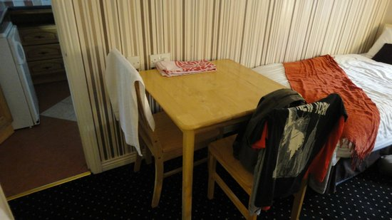 Amber Heights Guesthouse: Table petite pour 4 personnes