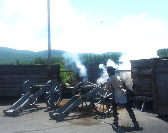 Fort William Henry: Cannon firing